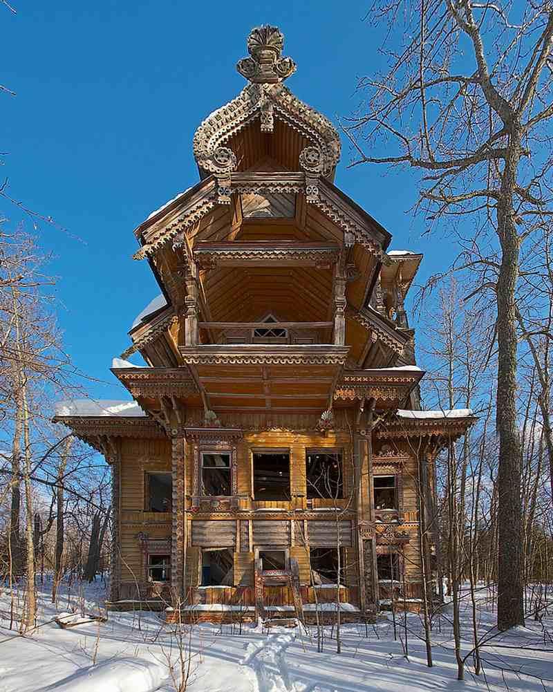 Casă-din-lemn-abandonată-Rusia.