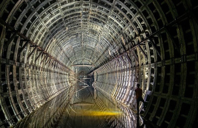 Tunel-de-metrou-Kiev-Ucraina.