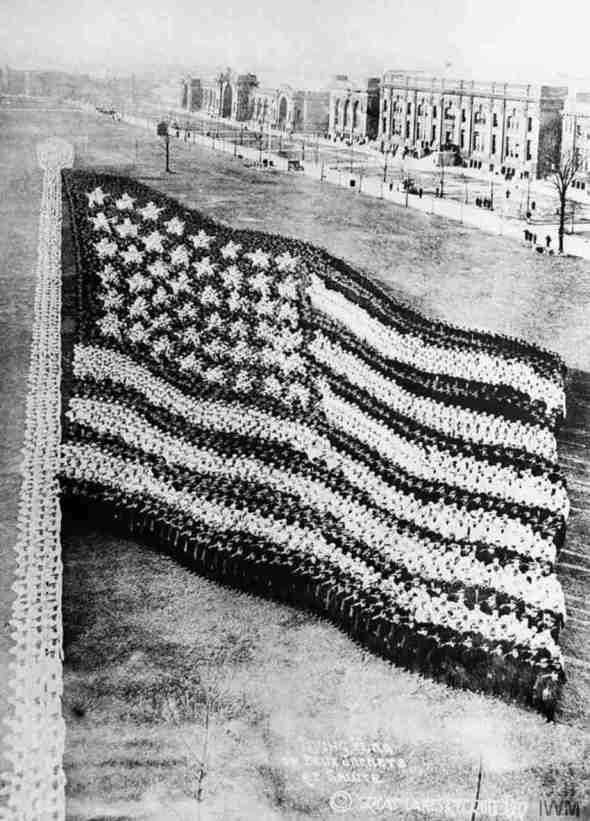 Steagul format din 10.000 de soldați, 1917